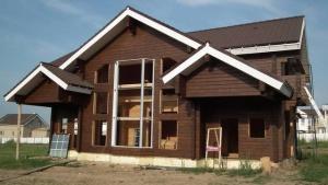 Сравнение стоимости строительства дома из клееного бруса и оциллиндрованного бревна